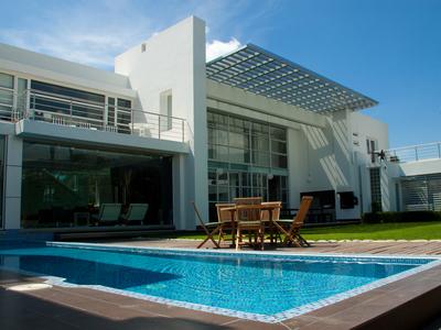 purchase villa carqueiranne