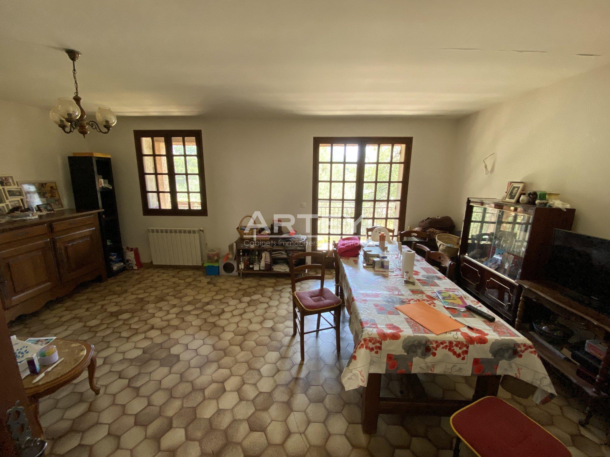 Maison-Villa - Le Revest-les-Eaux 83200