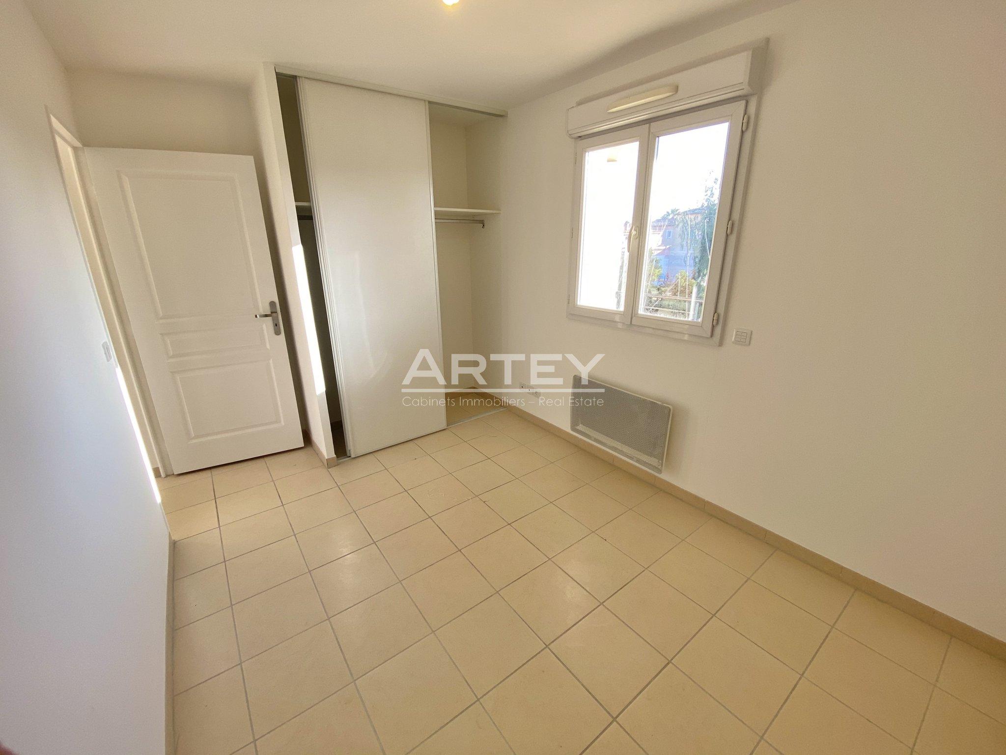 Apartment - Hyeres plage 83400